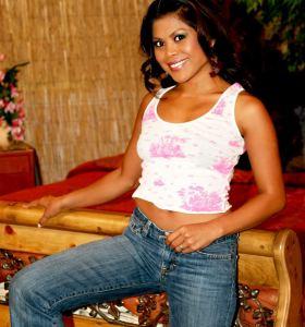 Hustler Arcadia Davida in jeans gets nude