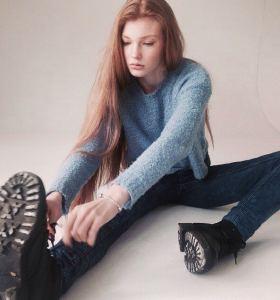 Daria Milky in jeans