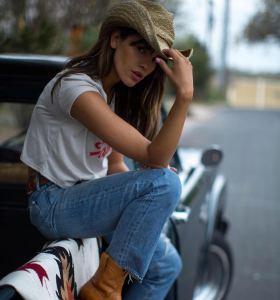 Eiza Gonzalez in jean pants