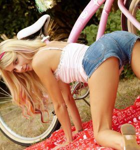 VIP Area Jana Jordan in denim hotpants gets nude