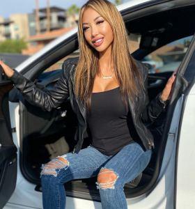 Kiara Moon in ripped jeans