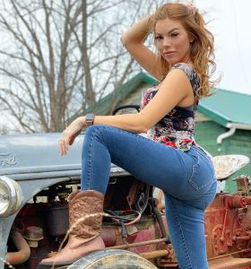 cowgirl MelRose Michaels in tight jeans