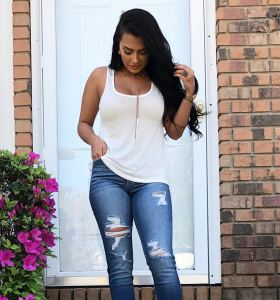 Nilsa Prowant in ripped jeans