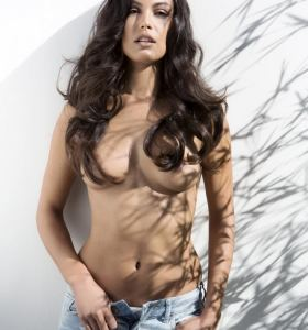 Playboy Playmate of the Year 2013 Raquel Pomplun in jeans gets nude