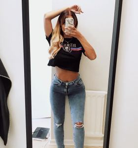 Simone Jarl Asberg in ripped jeans